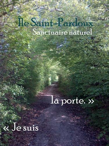 Tunnel Je suis la porte Île Saint-Pardoux.jpg