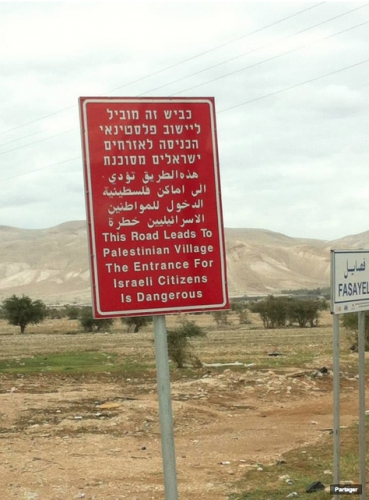 Marc Mercier Prudence aux Israéliens en village Pales.jpg